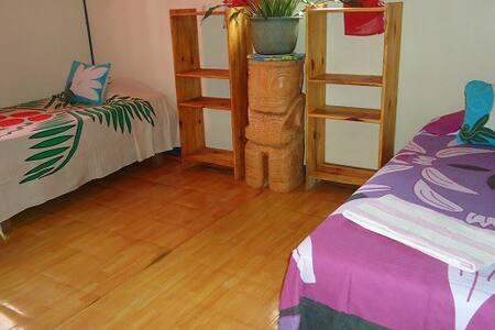 Chambre 3 lits 1 place Atuona