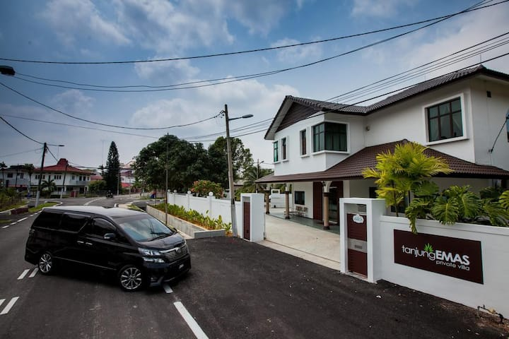 TANJUNG VILLA 5 MIN DRIVE TO CITY AND COAST AREA