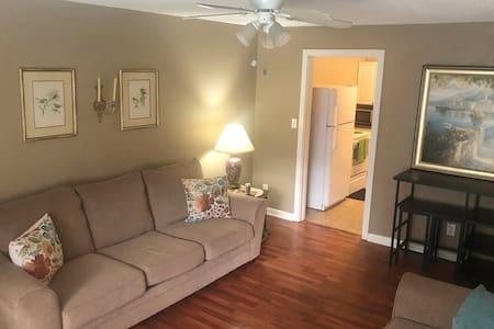 Comfortable 2 bedroom close to Waycross downtown