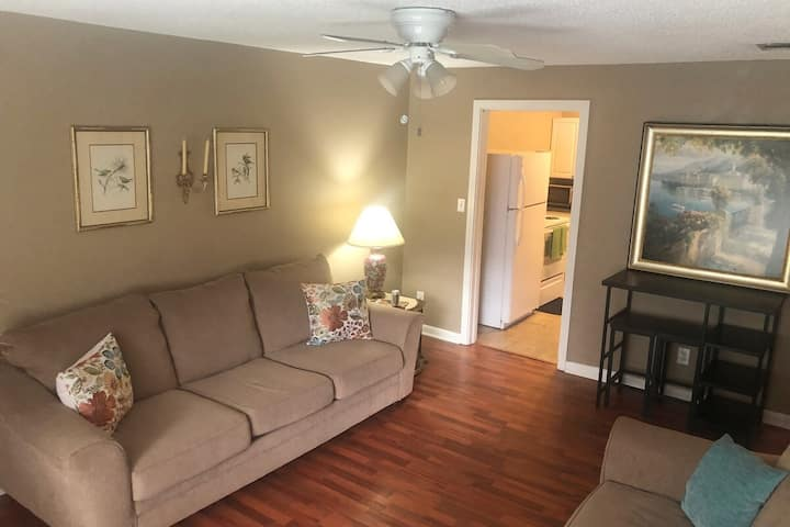 Comfortable 2 bedroom close to Waycross downtown