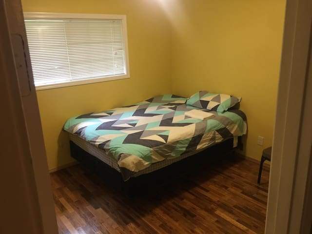 Clean Privacy Queen Bed in Bellevue 9B