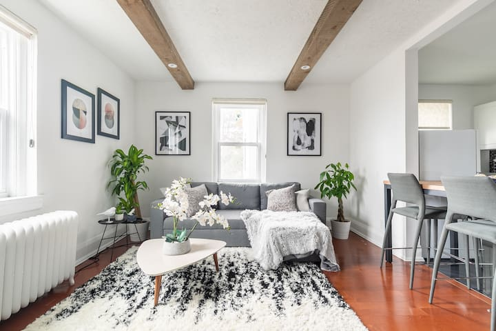Luxurious & cozy apartment next to beach/Queen St