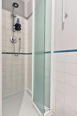 Bagno attrezzato, doccia