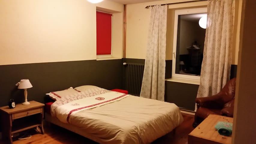 Chambre au bord du doubs à Avanne (10km Besançon ) - Avanne-Aveney - Casa