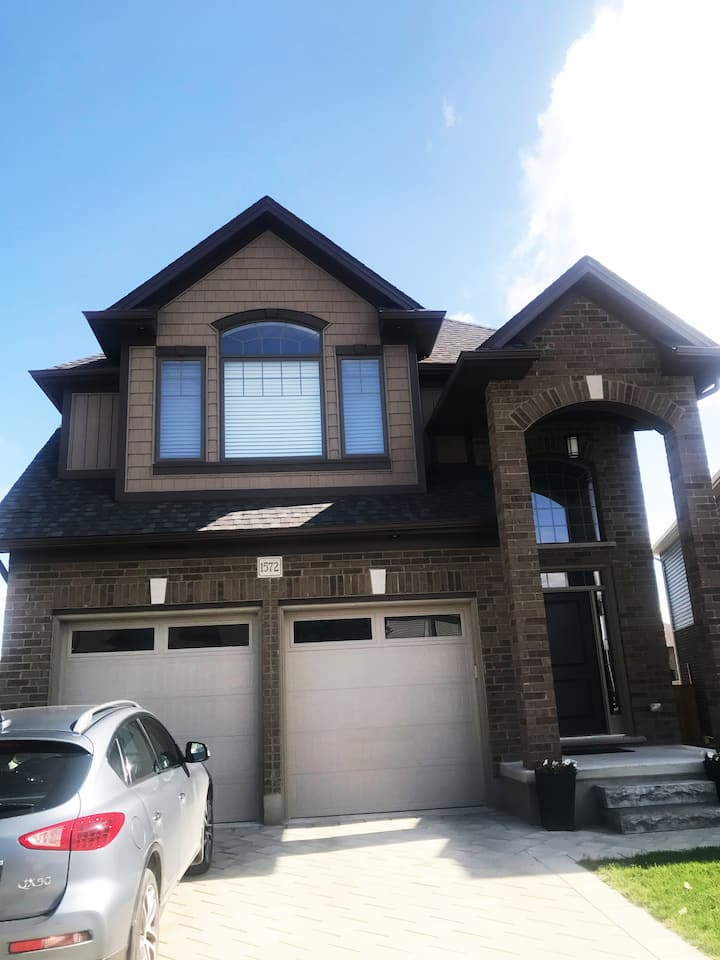 New Gorgeous 2019 Built House with 3'000 sft