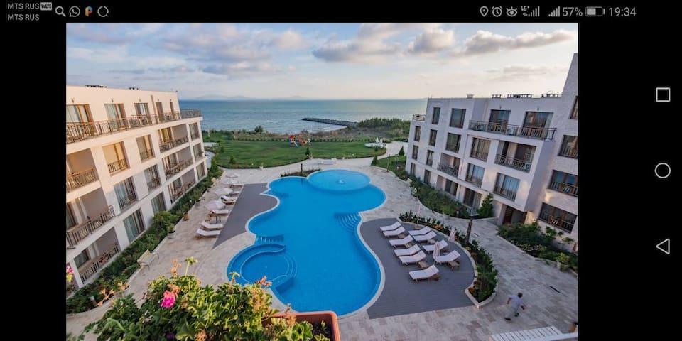 Sea view apartment Burgas, 1st line, private beach