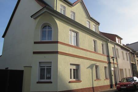 Einzel- Durchgangszimmer - Dessau-Roßlau - Talo