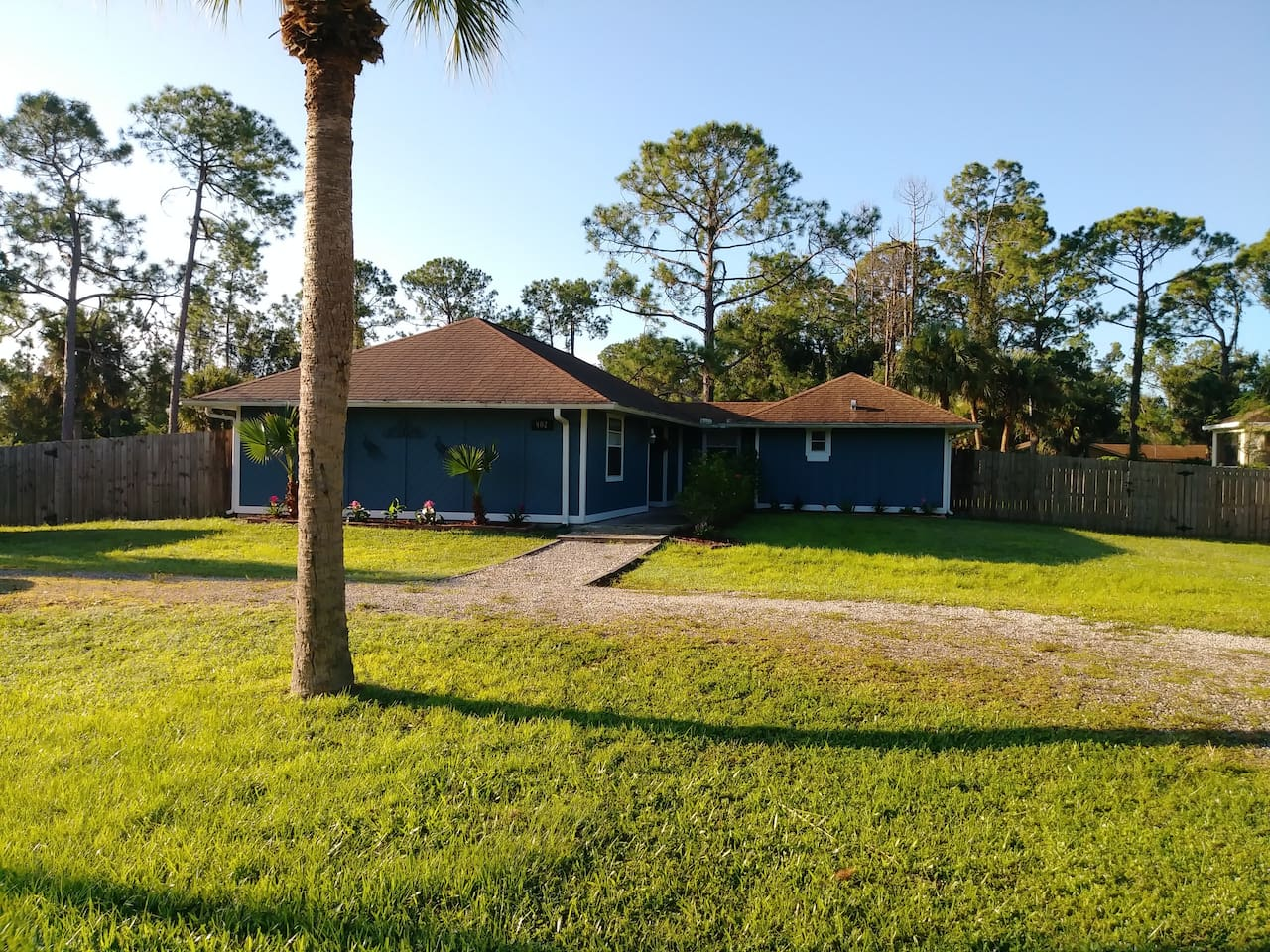 SERENITY RETREAT Quite neighborhood yet close to many ammenities. U-shaped drive, fenced in backyard