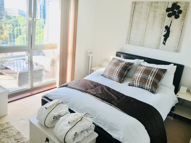 Large Double Bedroom in a Penthouse - Central LDN