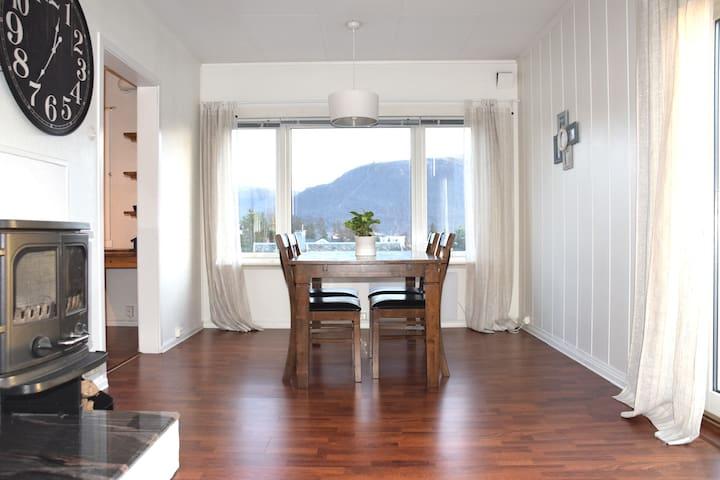 Spacious apartment with view on Fjellheisen
