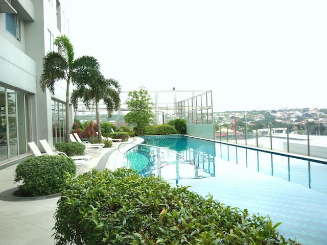 Budget Place w/ Pool,Gym, Parking in Eastwood City - Кесон-Сити - Другое