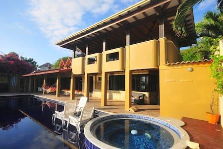 Casa Bougainvillea - Rumah