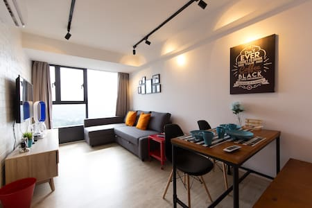 Brand New Tastefully Furnished Studio In Town! - Petaling Jaya - Byt
