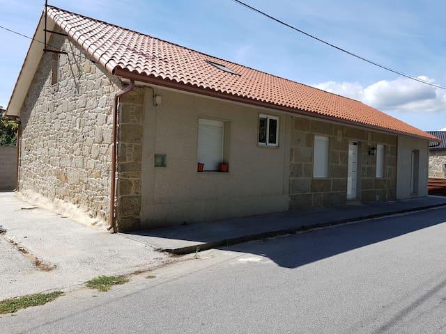 Casa de piedra con 3 dormitorios
