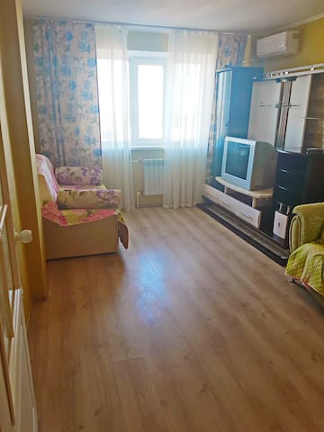 Двух комнатная квартира Магнитогорская 1а