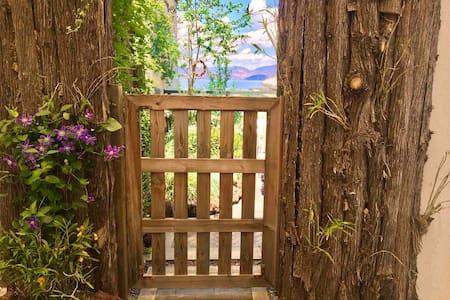 大理的小院子花园别墅 (望海家庭房)洱海露台景观房 独门独户:一室一厅一露台花园  含早  免费停车