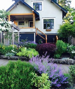 New Westminster character house - New Westminster