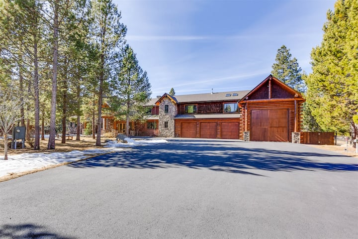 Luxury Estate on Deschutes River*Private Dock*Canoes,Kayaks*Bar and Game Room*Pet Friendly