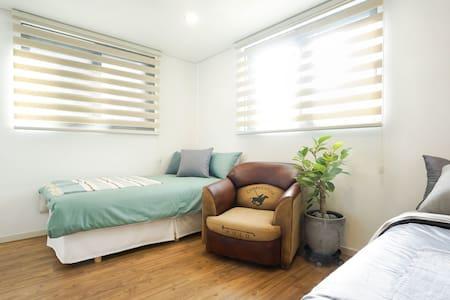 넓고 깨끗하고 편안한 2인실 - Yeongtong-gu, Suwon