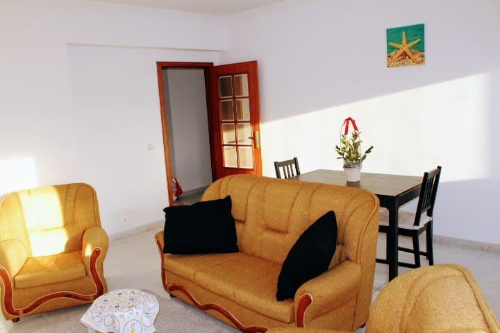 Sala com boa exposição solar
