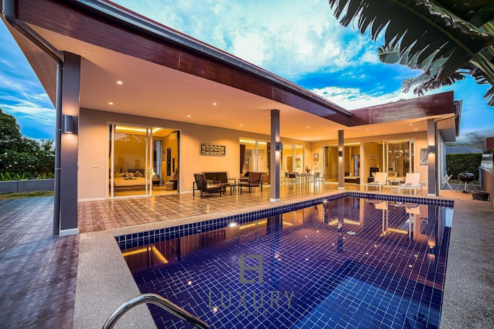 Modern 3 Bedroom Pool Villa in Resort!