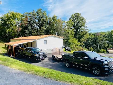 Stay @Tin Roof! Clean 3Bed 2Bath near trailheads