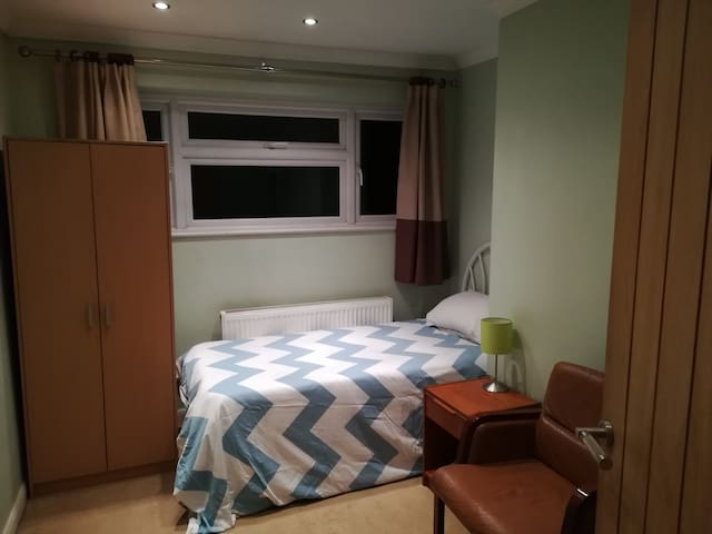 Comfortable Single Room No2     5min from Airport