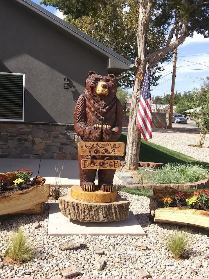 Bear B & B close to Zions Private Whole House