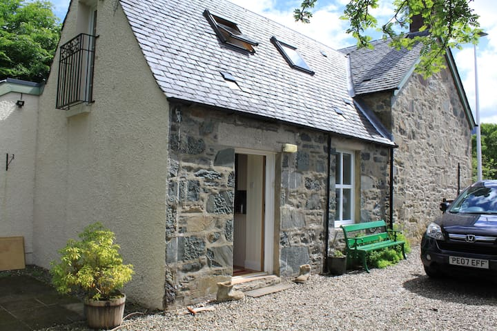 Scottish Cottage Loch side Village Free Wi-fi