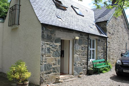 Scottish Cottage Lochside Village  Wi-fi, Fees Inc