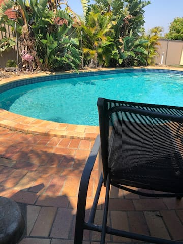 Mt warren park Quiet &friendly residence with pool