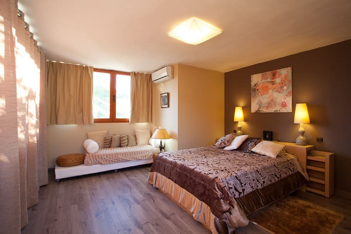 A room in nature at olny 20' from BCN city center - Torrelles de Llobregat - Hus