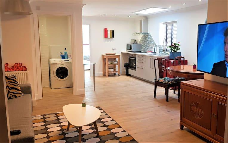 Luxury 1 bed flat nr Excel centre 02 (Sleeps 4)