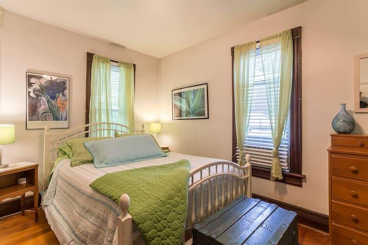 Roen Room - The Cottonwood Inn Bed & Breakfast