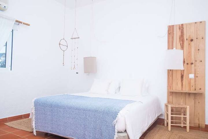 Utopia Guest House Double Room with TV