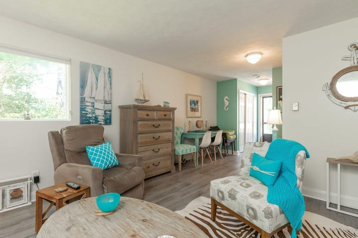 Cozy Getaway Walking Distance from Perkins Cove