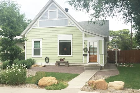 Beautiful Downtown Cottage Getaway - Grand Junction - บ้าน