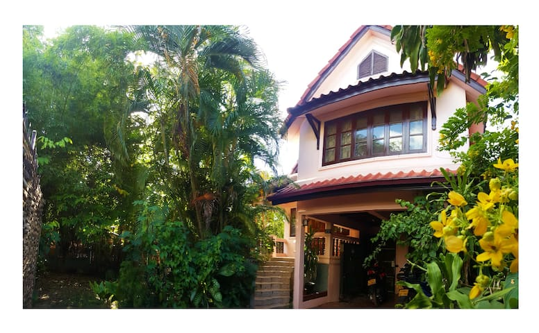Cosy House near Patouxay/That Luang - Vientiane - Rumah