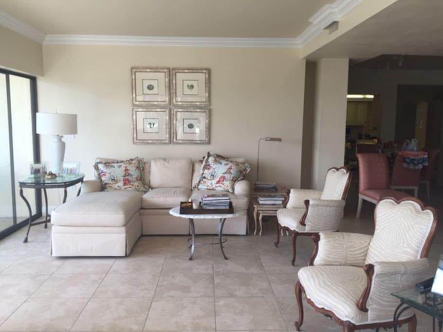 Spacious, comfortable living room.