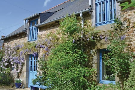 Semi-Detached with 3 bedrooms on 93m² in Henensal