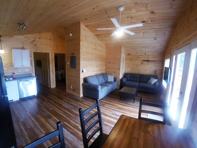 TWO BEDROOM LAKEVIEW CABIN [ROW 2]