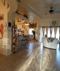 Walking distance to beach only one mile - Corpus Christi - Bed & Breakfast