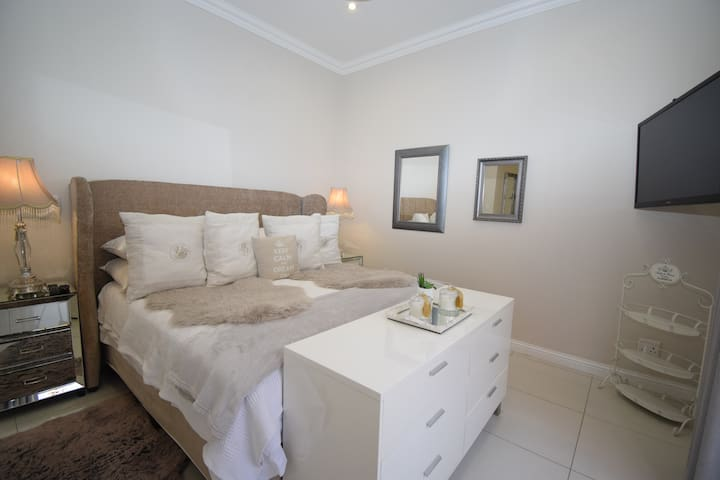 Tastefully furnished and equipped executive room