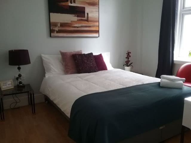 SMART MASTER Bedroom *King's Cross, St Pancras.*