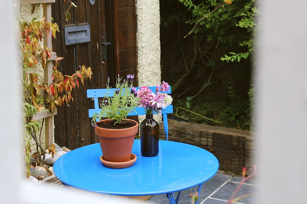 Seating area for two, ideal for breakfast in the morning or relaxing in the evening when the fairy lights come on.