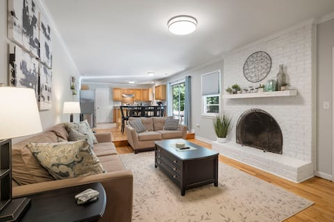 Stunning Modern Home w/ Firepit~ Close to Downtown