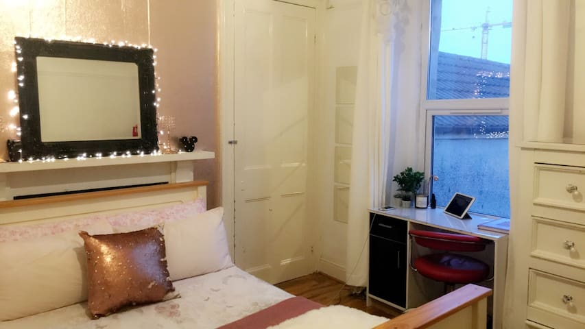 Room with sea view in city centre!