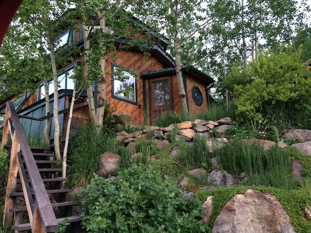 Garden Home Near Brainard Lake