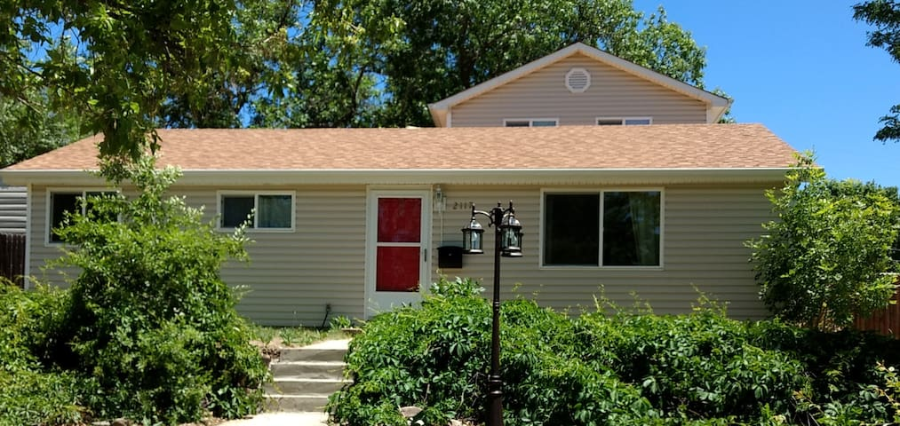 Cozy Two Bedroom Rancher Suite Near Downtown Guest Suites For Rent In Colorado Springs