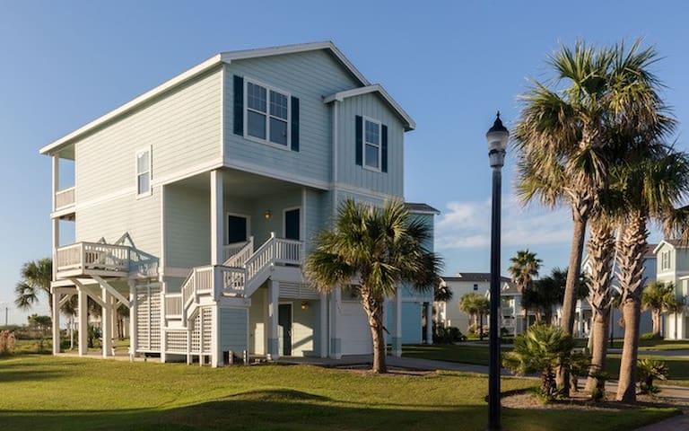 Beachside 4BR - Resort Amenities!!! Sep Special!!!